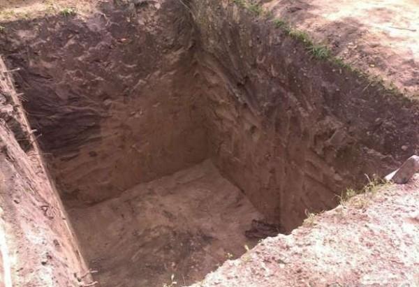 Рытье котлована под погреб бетонный